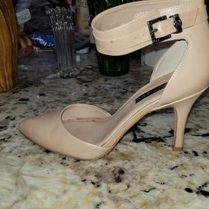 BCBG NUDE POINTED ANKLE STRAP HEELS